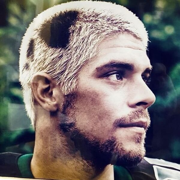 Colt Brennan, an ex-NFL quarterback died Monday after falling unconscious in a rehab facility.