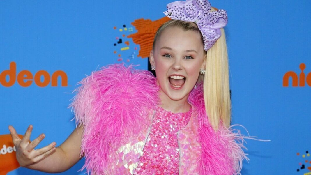 JoJo-Siwa-is-Awesome-at-18-How-Incredible-YouTube-Star-Amassed-Millions