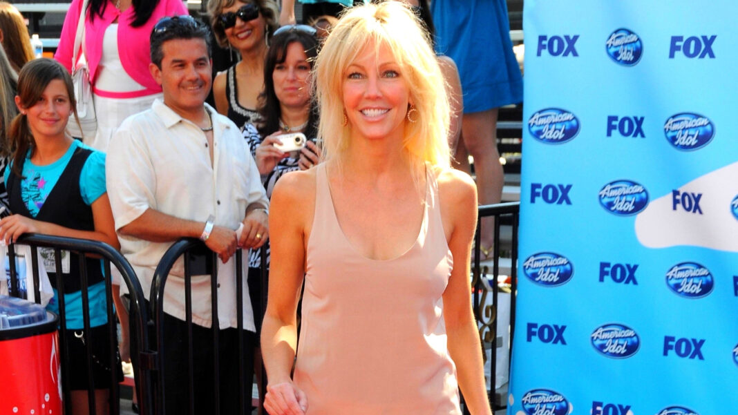 Heather Locklear's weight gain was on full display recently. In contrast, the former 'Melrose Place' star looked super-skinny in a beige top and white pants at the 'American Idol' finale in May 2009.
