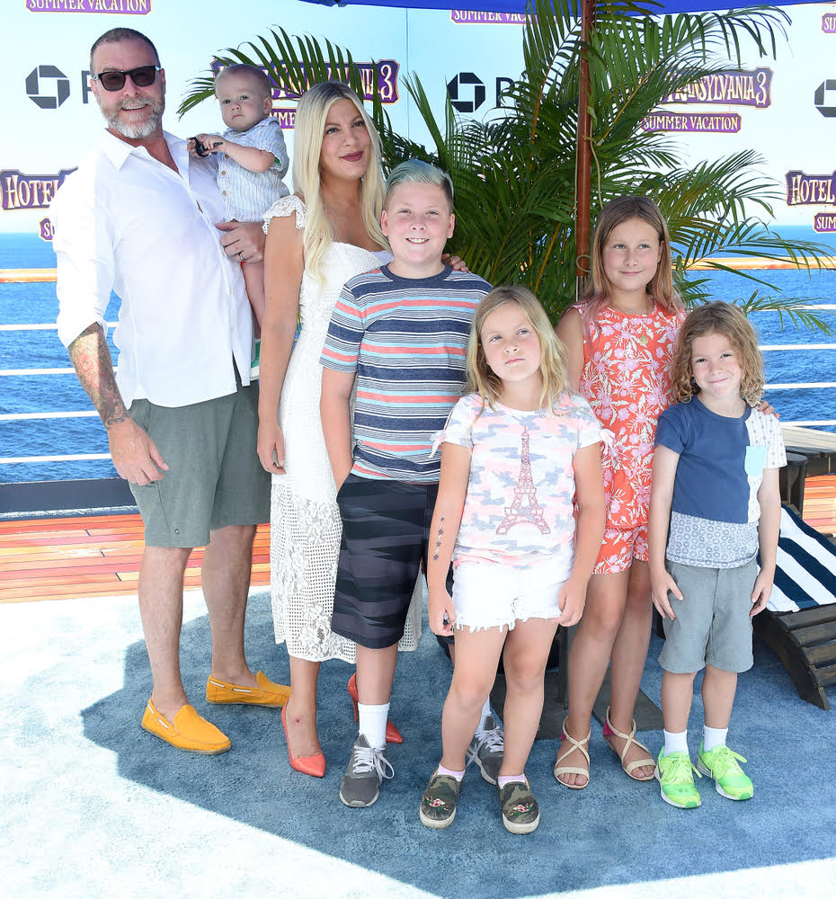 Tori Spelling's family is sleeping in the same bed, excluding her husband, Dean McDermott from the nightly ritual.