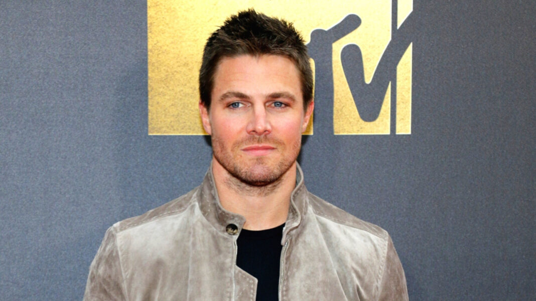 What Happened To Stephen Amell? 'Arrow' Star Removed From Delta Flight After Berating Wife