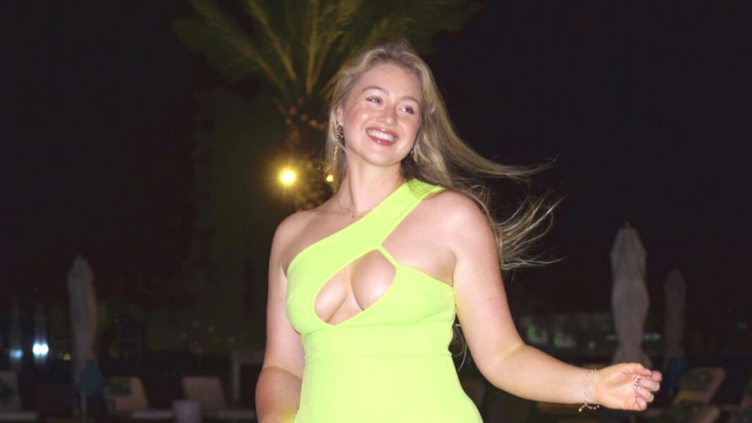 Iskra Lawrence Is Stunning! Model Promotes Body Positivity In A Scantily-Clad Instagram Post (Photos)