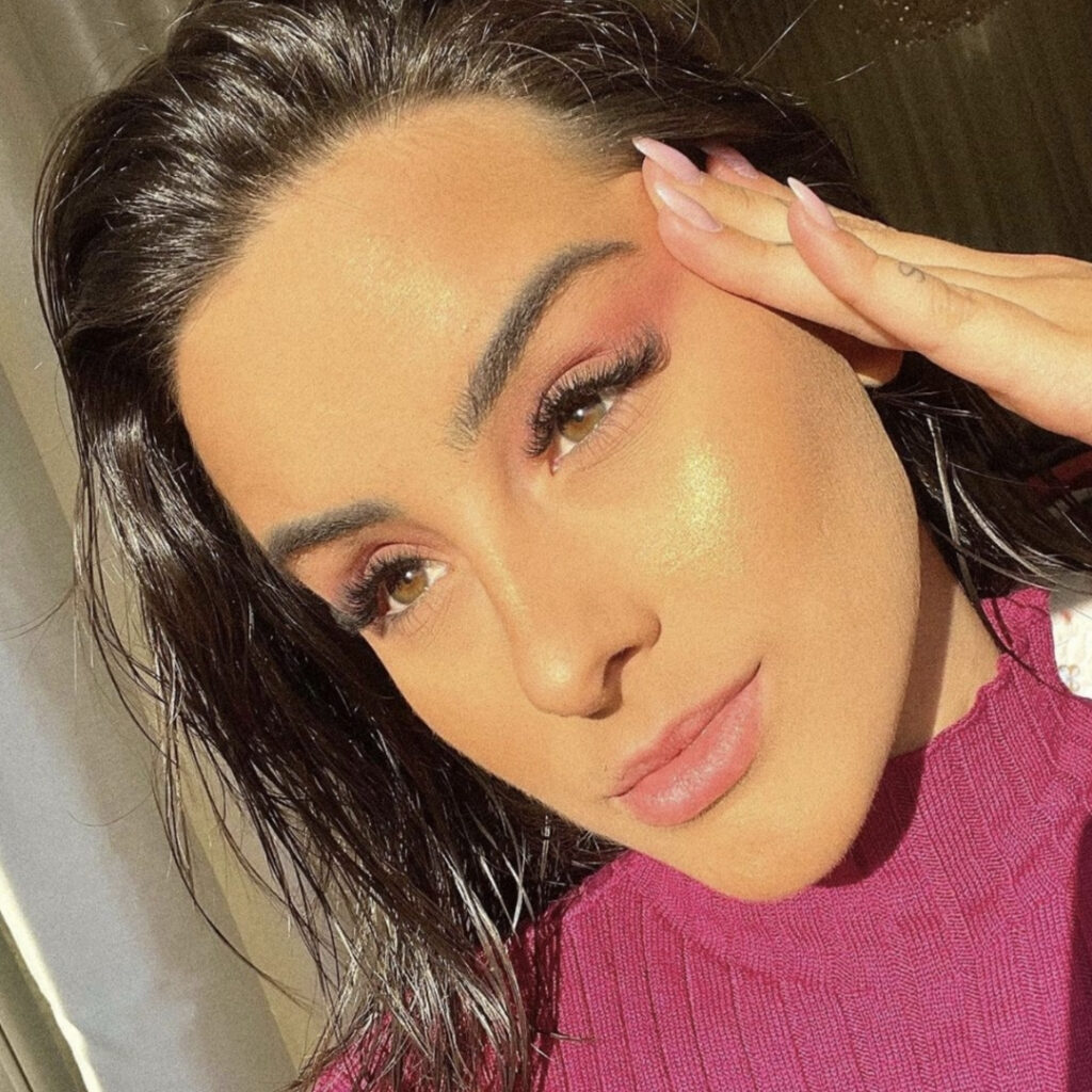 Julia Hennessy Cayuela is dead after a tragic motorcycle crash in Brazil. The Instagram influencer was riding with her husband, Daniel Cayuela when they smashed into a truck.
