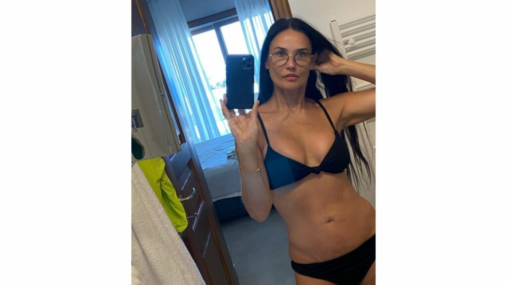 Demi Moore posted this amazing selfie of herself in a black bikini and fans went wild. It's amazing that at 58-year-old Demi barely looks like she aged a day. Even her daughters commented on the post to let their mom know how hot she is.