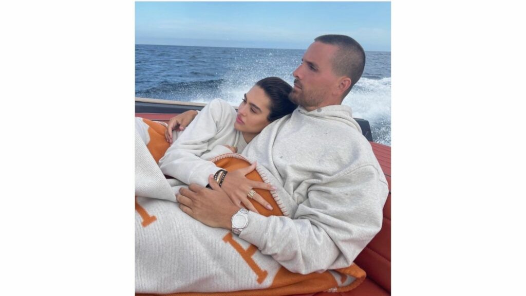 Amelia Hamlin and Scott Disick have broken up. Amelia said that she broke up with her reality star boyfriend after DMs of his were leaked where he appeared jealous of ex Kourtney Kardashian and her new boyfriend Travis Barker. Sources close to the former couple said that Amelia and Scott had hit a rough patch and that the DMs pushed them over the edge.