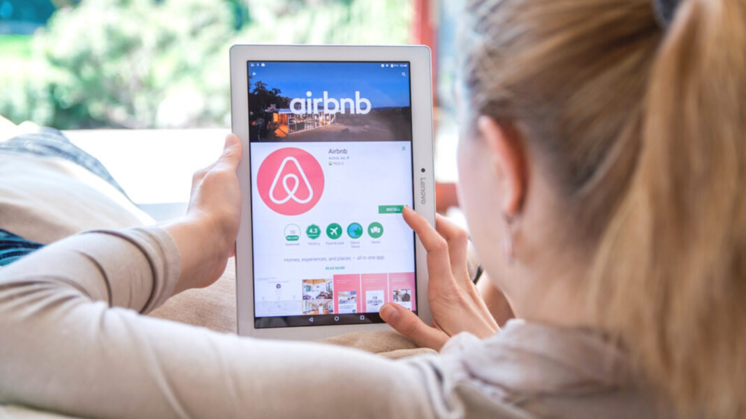 Hidden Cameras in Airbnb: Should You Be Worried? Viral Video Shows Renters How To Protect Themselves From Creeps