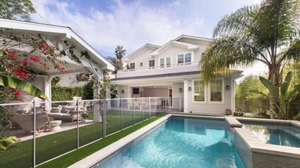 Zachary Horwitz used excess funds from his Ponzi scheme to purchase a $5.7 million Beverlywood home, finance vacations, and score courtside seats to basketball games.